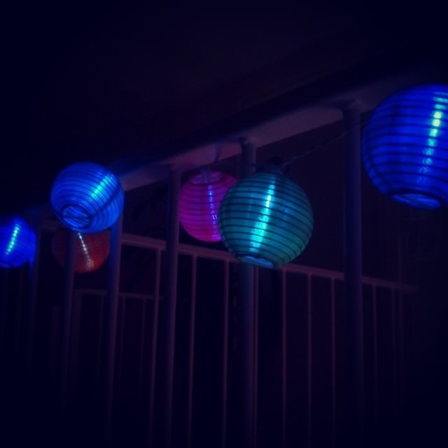 Good night people - buona notte #goodnight #bonnenuit #nuit #night #colours #lights #lanterns #inspiration #dreams #like #life #tagsforlike #sleeping  #instamood #homesweethome
