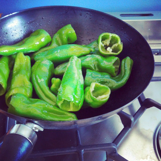 Making dinner #cooking #green #pepper #foodies #foodblogging #foodporn #mondaymotivation #eatgreen #leniuskitchen #lenius #tacos #meatfreemonday #vegetarianocasual #vegetariano #vegetarian