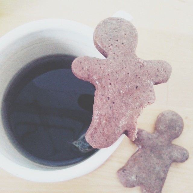 Assault to my coffee ❤ awakening can be tricky #vscocam #gingerbreadman #coffebreak #cookies #milano  #like #breakfast #xmas #christmas #gingerbread #home #morning