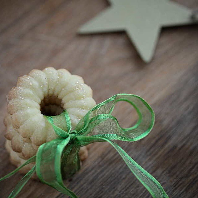 Buongiorno un dolce risveglio sul blog i biscotti della cookie swap di quest anno ! Spice butter cookies recipe on the blog #fbcookieswap  #buongiorno #cookieswap #cookies #swap #xmas #countdown #Xmas #natale #christmas #recipe #blogpost http://www.ravanellorosapallido.com/2014/12/biscotti-al-burro-speziati-per-la-cookie-swap/